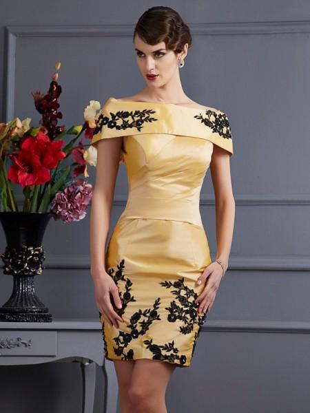 Corte en A/Princesa Sin Tirantes Sin Mangas Apliques Corto Taffeta Vestidos de dama de honor