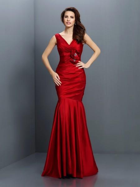 Trompeta/Sirena Escote en V Flores hechas a mano Sin Mangas Largo Taffeta Vestidos de dama de honor