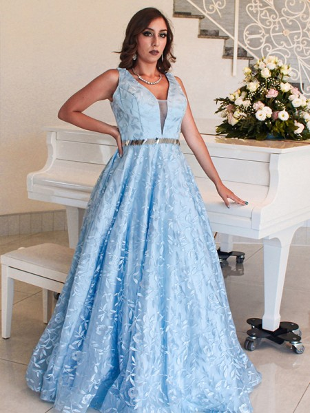 A-Line/Princess Lace Applique V-neck Sleeveless Floor-Length Dresses