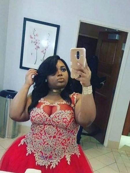 Corte en A/Princesa Escote Sheer Sin Mangas Apliques Hasta el Suelo Tul Grande Vestidos