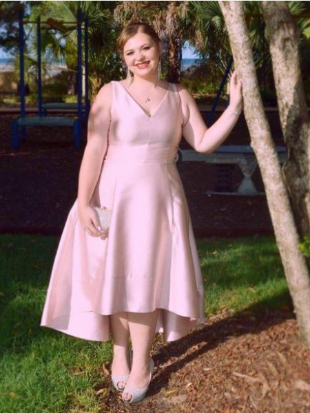 Corte en A/Princesa Escote en V Sin Mangas Fruncido Asimétrico Satén Grande Vestidos