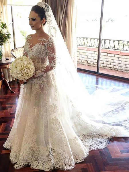 Vestidos de novia modernos con encaje